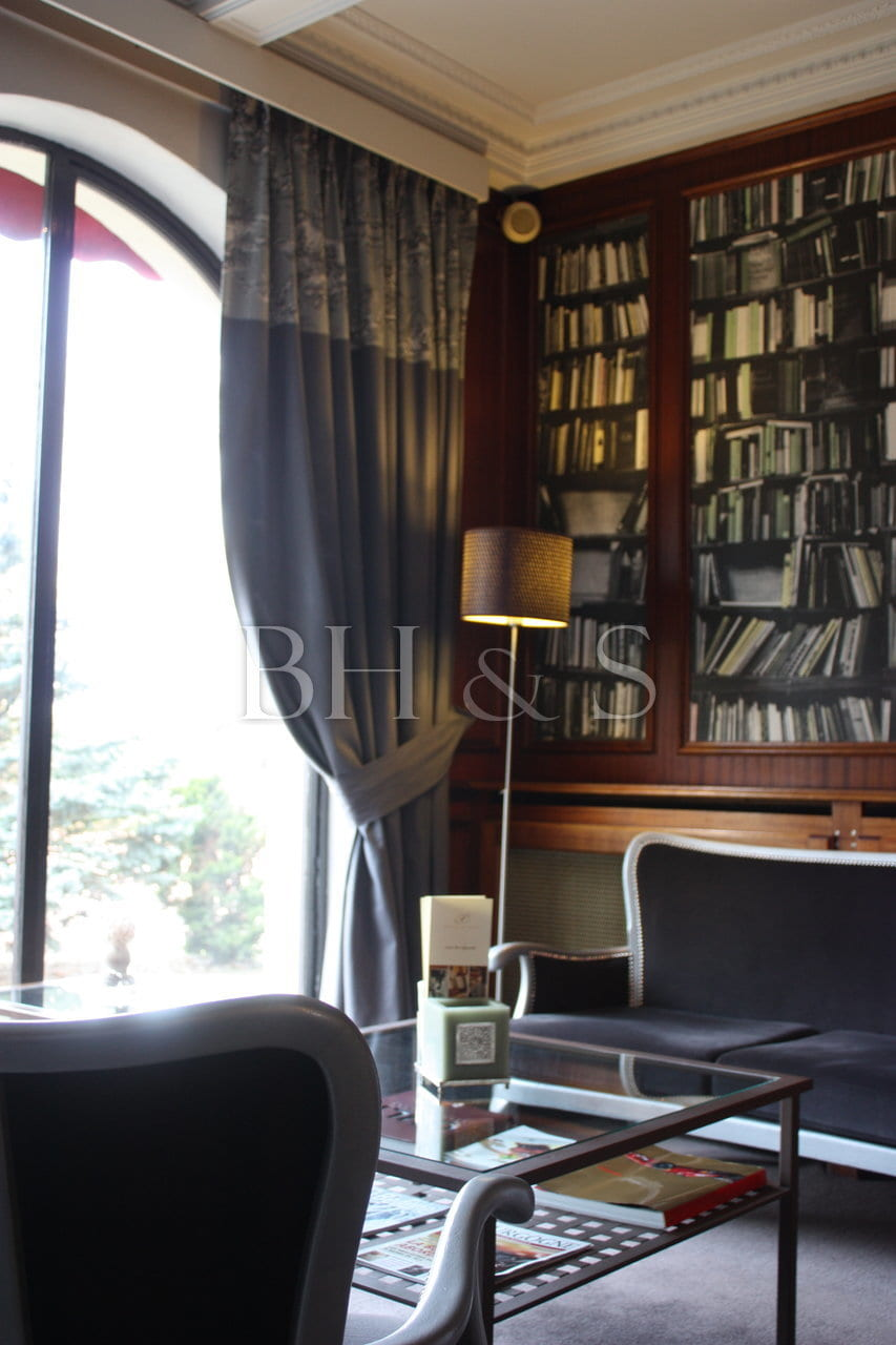 DECORATION SALON BIBLIOTHEQUE - HOTEL DE CHARME BEAUNE