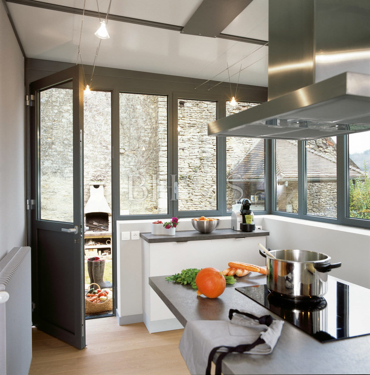 COMPLETE RENOVATION PROJECT  IN A BURGUNDIAN WINE VILLAGE