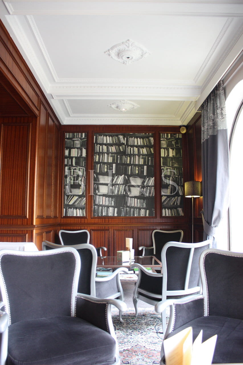 DECORATION LIBRARY - CHARMING HOTEL BEAUNE -