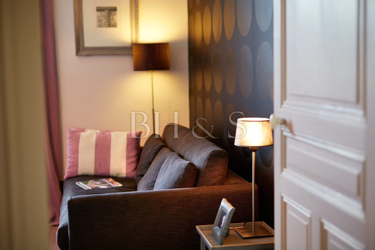 Seating room - Modern decoration - Burgundy property